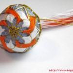 <!--:en-->Orange and white Temari ball<!--:--><!--:ru-->Тэмари с бело-оранжевым цветком<!--:-->
