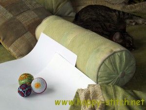 Three temari balls and cat